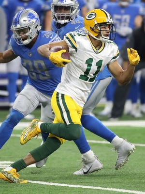 Green Bay Packers wide receiver Trevor Davis (11) breaks free on a kickoff return against the Detroit Lions on Dec. 31, 2017, at Ford Field in Detroit.