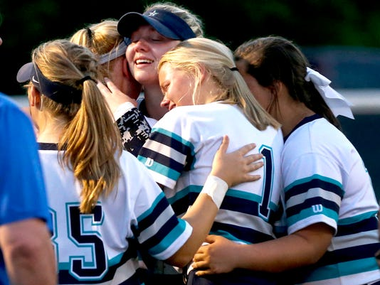 636619395210954437-51-Siegel-v-Lincoln-Co-softball.JPG