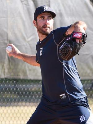 Tigers pitcher Justin Verlander throws a bullpen session.