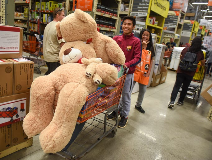 A family of huge teddy bears overflows the cart of