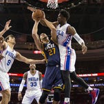 Favors' double-double leads Jazz past winless Philadelphia