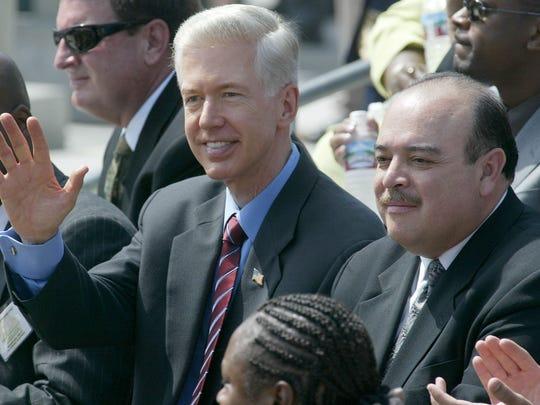 Then-California Gov. Gray Davis, left, and then-Lt.