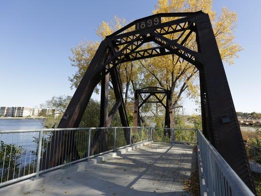 OSH-River-Walk-LEAD-101817-JS-0093.jpg