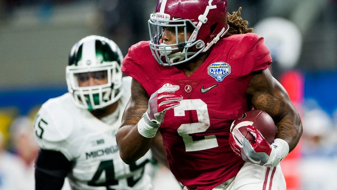 Alabama running back Derrick Henry (2) carries for a short gain late in first half action in the Cotton Bowl on Thursday December 31, 2015 at AT&T Stadium in Arlington, Tx. (Mickey Welsh / Montgomery Advertiser)