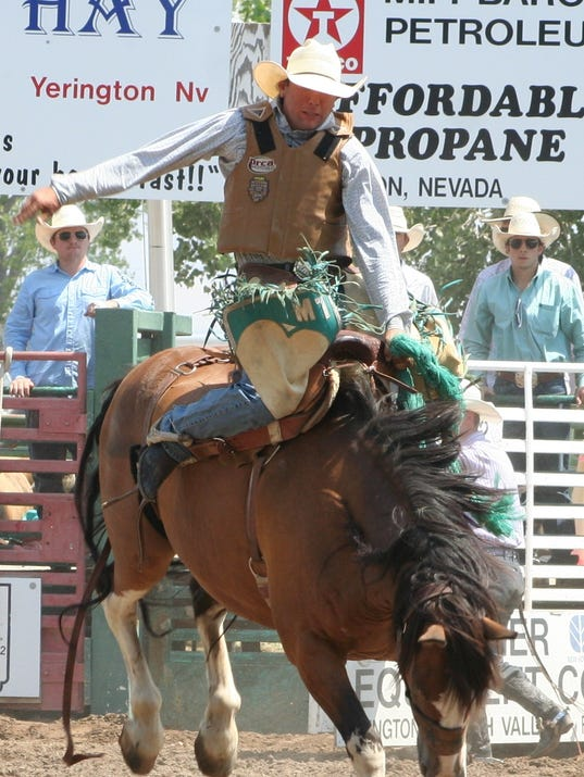 -MV0821 rodeo saddle bronc.JPG_20130819.jpg