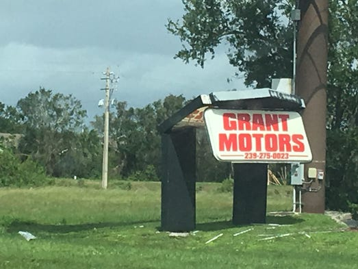 Hurricane irma aftermath photos dominate fort myers for Grant motors fort myers