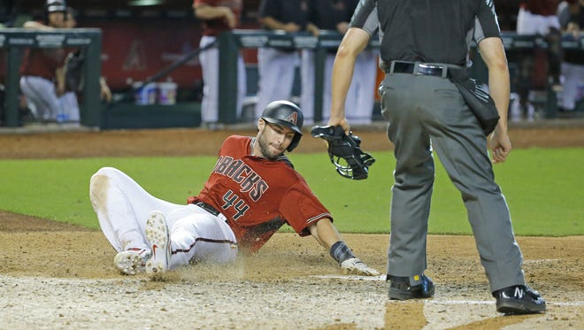 The Diamondbacks' Paul Goldschmidt scores on Daniel Descalso's game-winning hit against the Phillies in the 11th inning on Sunday.