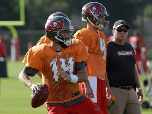 Buccaneers_Fitzpatrick_Football_54096.jpg