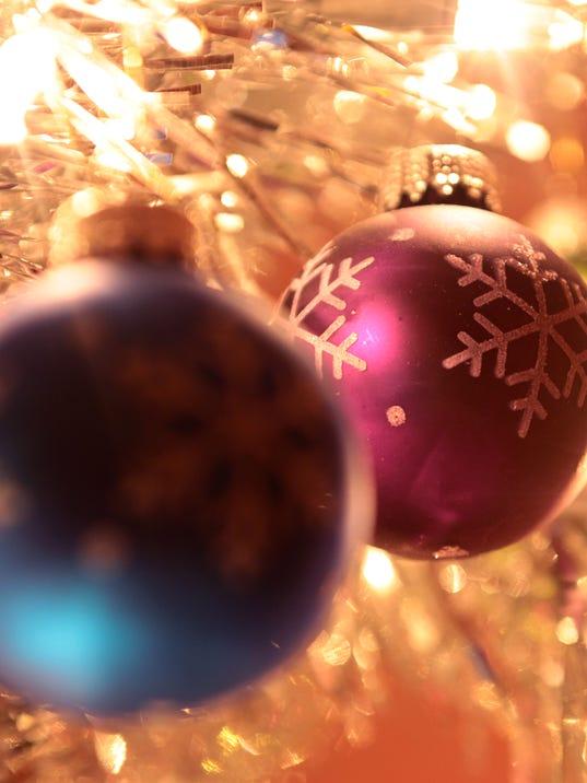 635522709322500281-christmas-ornaments