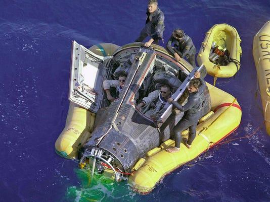 636607756503261373-Gemini-8-water--rescuers.jpg