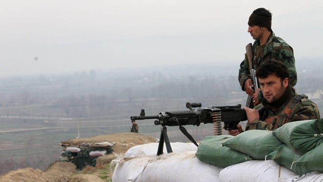 Afghan security forces on watch for Taliban near Kunduz.