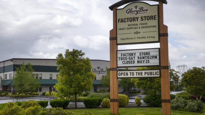 Glory Bee announced it is permanently closing its factory store in Eugene.