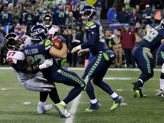 Seahawks tight end Luke Willson (82) is tackled for