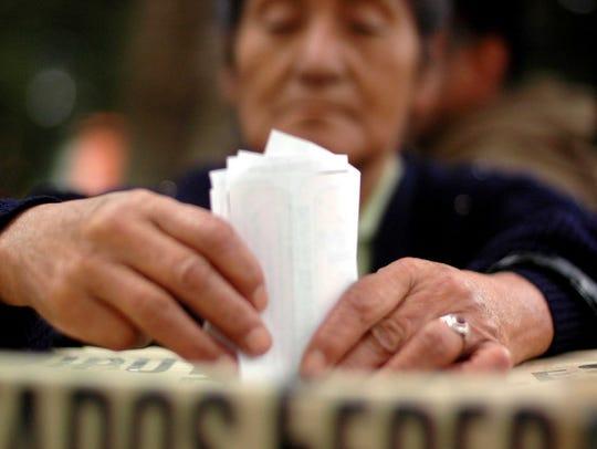 Mexicanos que radican fuera del país podrán emitir