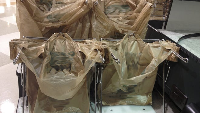 Proposed legislation in the Arizona Legislature would strip local governments of state-shared revenue if they pass regulations that violate state law or its Constitution, such as measures that ban plastic grocery bags.