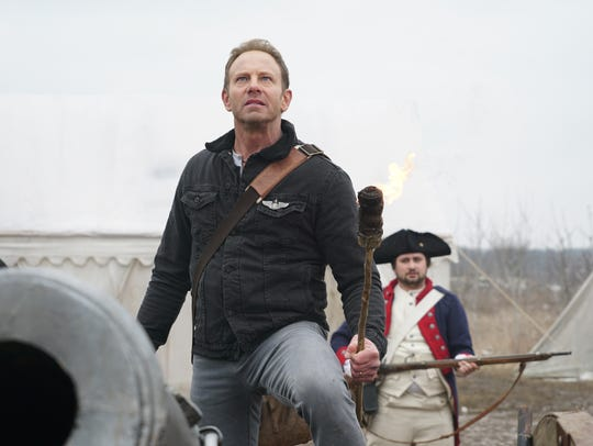 Fin (Ian Ziering) travels back to Colonial America