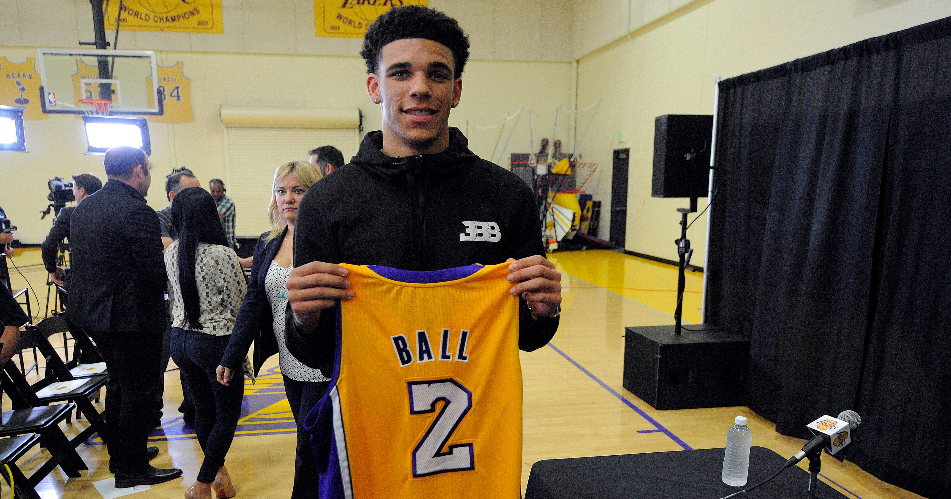 147b28f7043 Magic Johnson: Lonzo Ball is 'the new face' of the Los Angeles Lakers