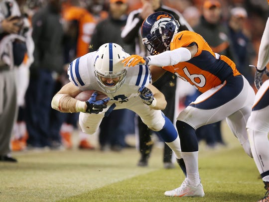 Indianapolis Colts tight end Jack Doyle dives for extra