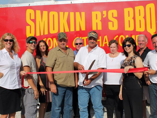 -Smokin' R's BBQ Ribbon Cutting.jpg_20140509.jpg