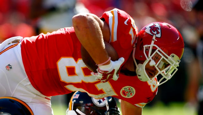 Travis Kelce #87 of the Kansas City Chiefs lunges forward after during the tackle of Arthur Moats #55 of the Pittsburgh Steelers at Arrowhead Stadium during the second quarter of the game on October 25, 2015 in Kansas City.