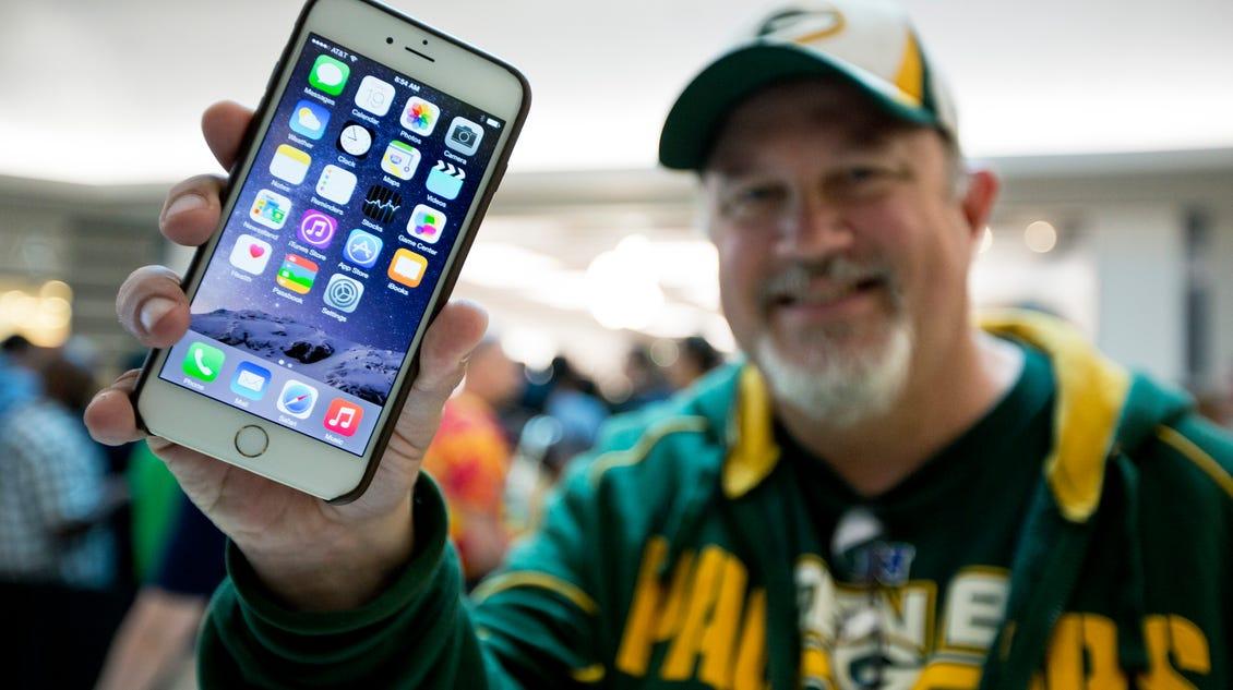 Big new iPhone brings Apple more profit