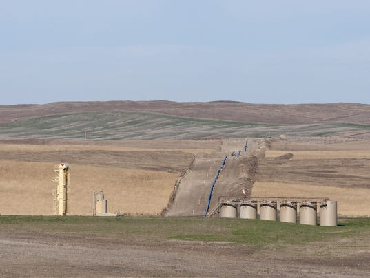 Thousands of barrels of oil spill after leak in Keystone Pipeline