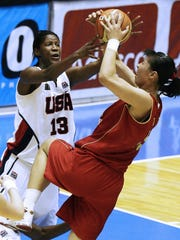 Michelle Snow (13) fights for the ball with Nan Chen of China during the FIBA World Championship for Women game in September 2006 at the Jose Correia stadium in Barueri, Sao Paulo, Brazil.