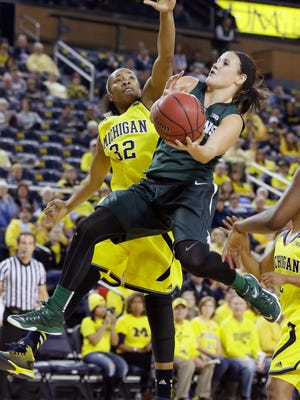 Michigan State guard Tori Jankoska makes a layup while defended by Michigan forward Kelsey Mitchell (32) during the second half Sunday.