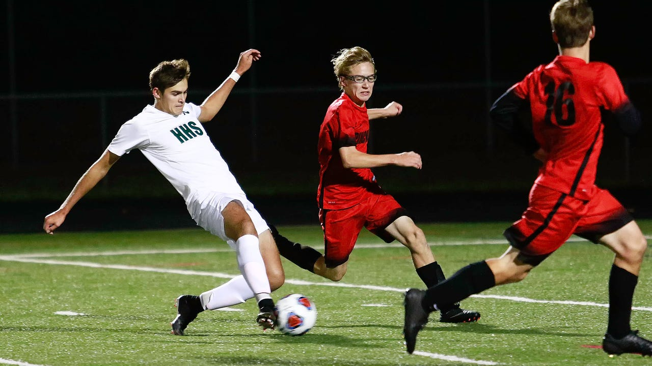 Pinckney led 1-0 at halftime, but Ian Manning and Jeremy Coen scored in the second half to give Howell a 2-1 district soccer victory.