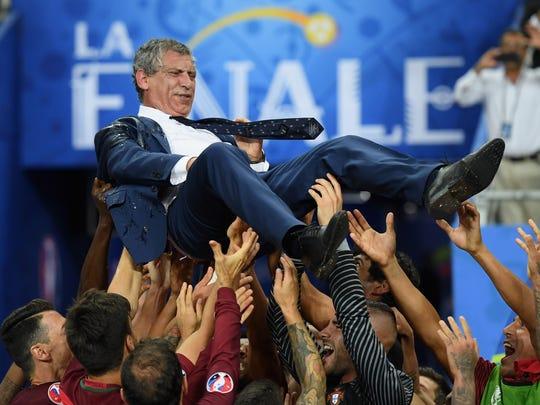 Fernando Santos, director técnico de Portugal, ya alista