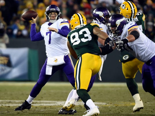 NFL: Minnesota Vikings at Green Bay Packers
