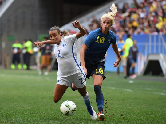 Mallory Pugh of the  United States, left, fights for the ball with Sofia Jakobsson of Sweden during the women's team quarterfinal in the Rio 2016 Summer Olympic Games at Estadio Nacional Mane Garrincha.
