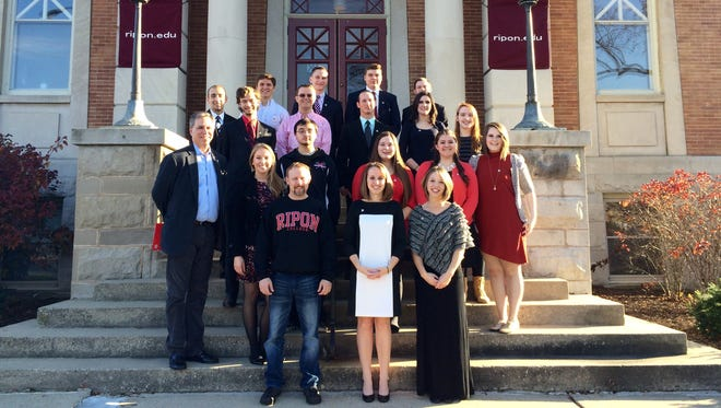 Ripon College President Zach Messitte, students and faculty pose for a photo before leaving for the Republican debate Tuesday in Milwaukee.