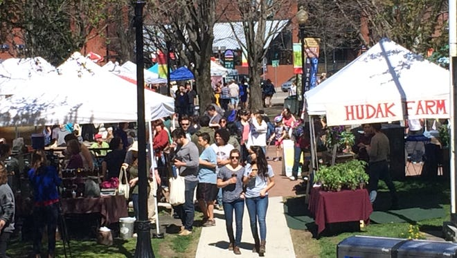 The Burlington Farmers Market moved into City Hall Park on Saturday for the first time in 2016.