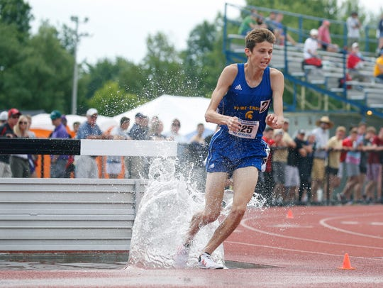 Parker Stokes of Main-Endwell in the Boys 3,000 meter