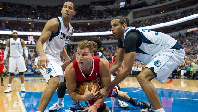 Los Angeles Clippers forward Blake Griffin (32) battles for the ball during the second half at the American Airlines Center. The Clippers won 109-103.