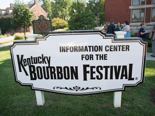 An information sign outside the Bardstown courthouse