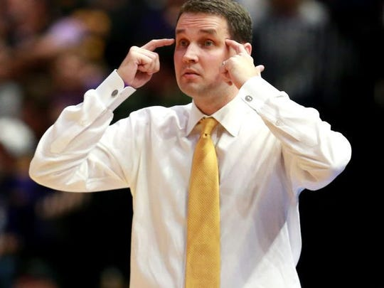 BATON ROUGE , LOUISIANA - FEBRUARY 26: Head coach Will Wade of the LSU Tigers calls a play during the first half of a game against the Texas A&M Aggies at Pete Maravich Assembly Center on February 26, 2019 in Baton Rouge, Louisiana. (Photo by Sean Gardner/Getty Images)