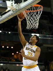 Northern Kentucky Norse guard Dantez Walton (32) scores