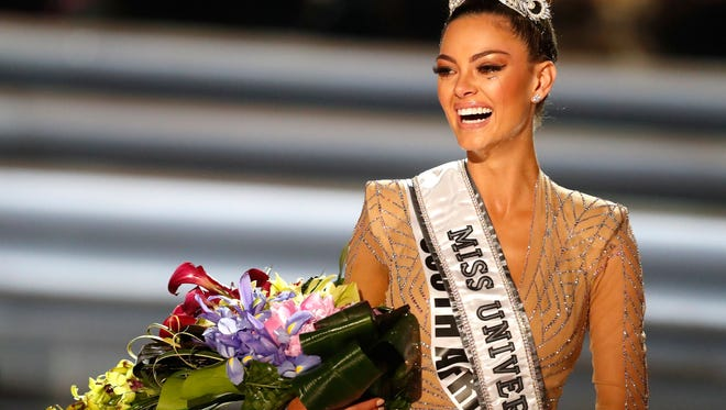 Miss South Africa Demi-Leigh Nel-Peters is crowned the 2017 Miss Universe.