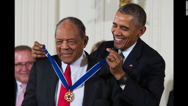 Willie Mays is awarded the Presidential Medal of Freedom by Barack Obama.