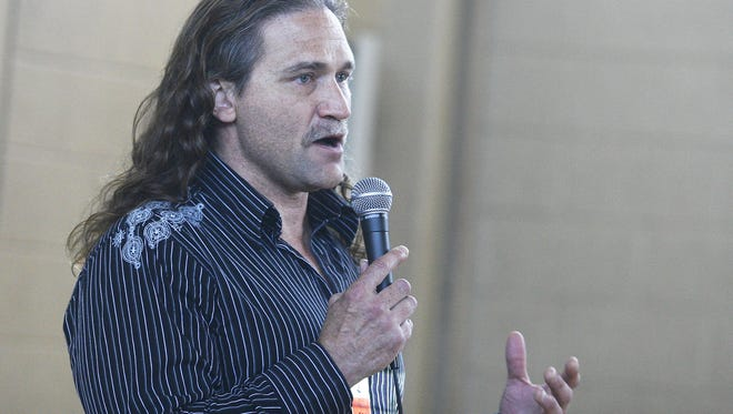 Dave Dahl, of Dave's Killer Bread, speaks to a group of patients at Oregon State Hospital in 2011.
