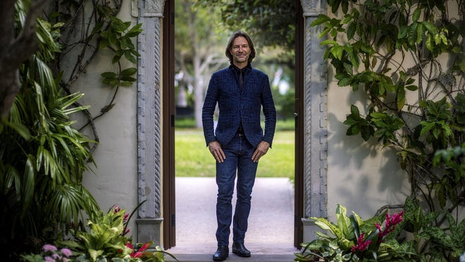 Composer and conductor Eric Whitacre, known for organizing giant virtual choirs, spoke Tuesday at The Society of the Four Arts.