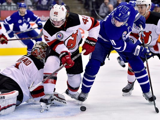 Devils_Maple_Leafs_Hockey_74411.jpg