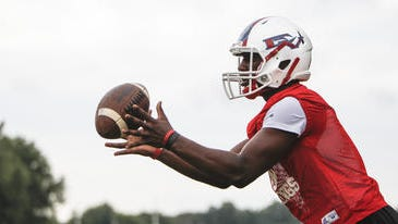 Everett junior Noah Smith will be a premier piece of the Vikings' offense and defense in his third year on varsity.