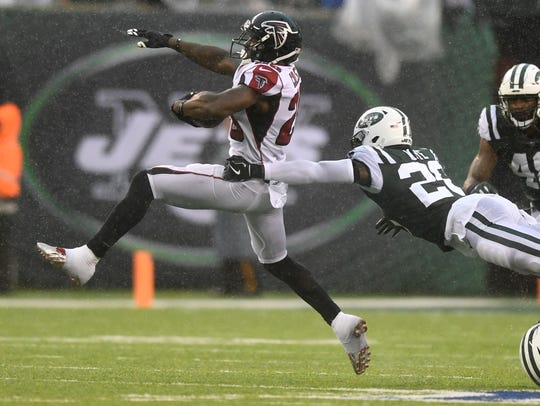 Atlanta Falcons cornerback C.J. Goodwin (29) breaks