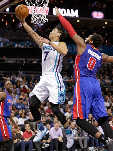 Charlotte Hornets' Jeremy Lin (7) drives past Detroit