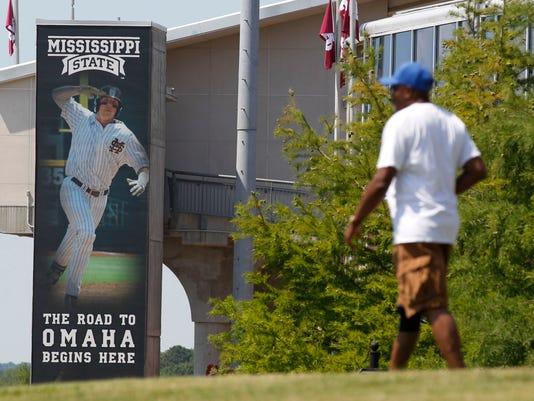 636012873821820038-NCAA-Arizona-Mississippi-St-Baseball-cwwhitaker-gannett.com-16.jpg