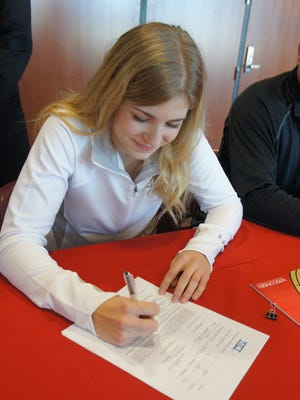 Wisconsin Rapids Lincoln senior Kyleigh Hanzlik signed a national letter of intent Wednesday morning to attend and play hockey for the University of Wisconsin.