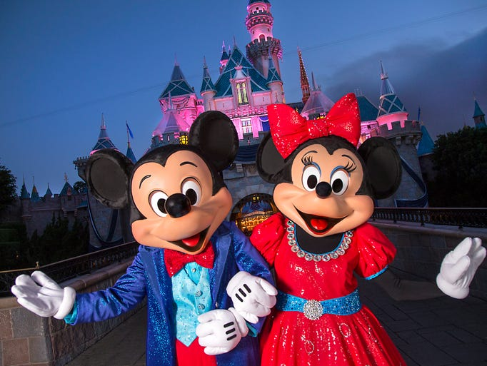 MICKEY AND MINNIE DAZZLE IN NEW COSTUMES FOR DIAMOND